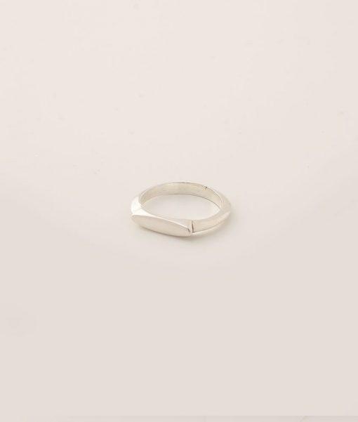 טבעת בצורת אוכף מכסף