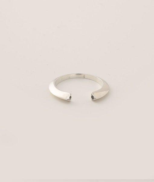 טבעת כסף משובצת קריסטלים