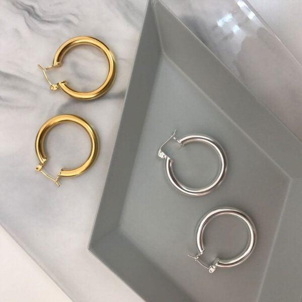 עגילי חישוק בומרנג בצבע זהב