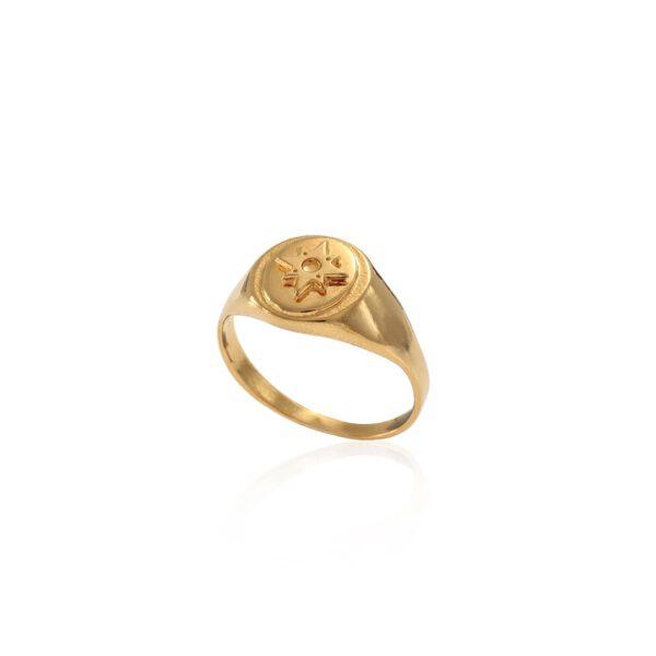 טבעת חותם בצבע זהב עם כוכב